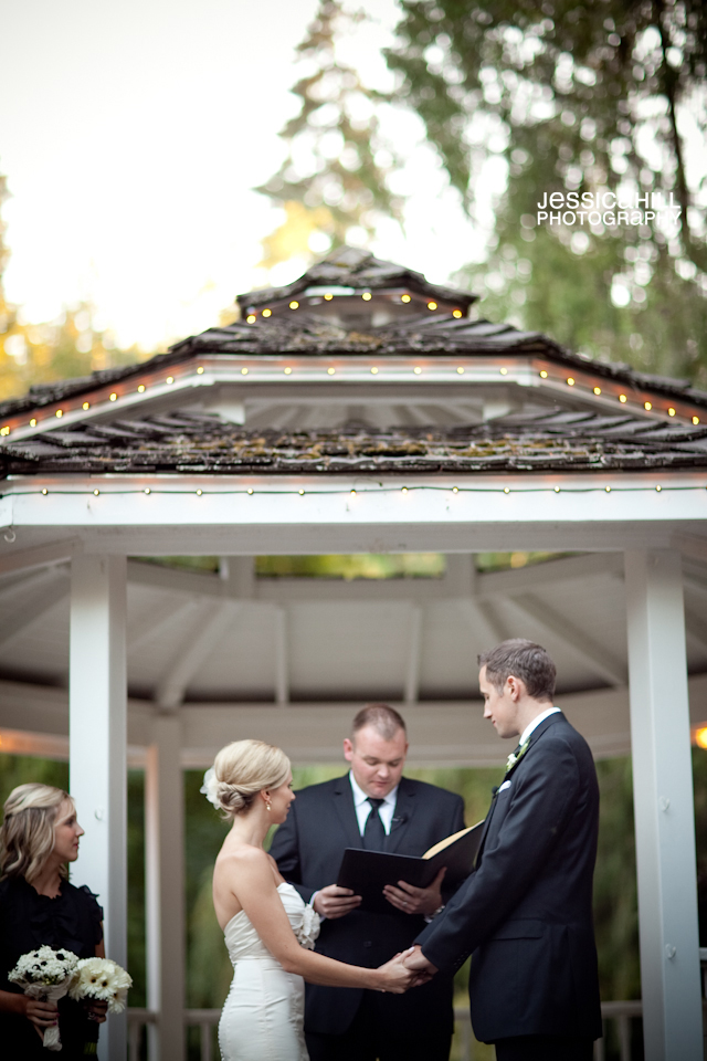 Portland-Weddings-Lakeside-Gardens-15.jpg