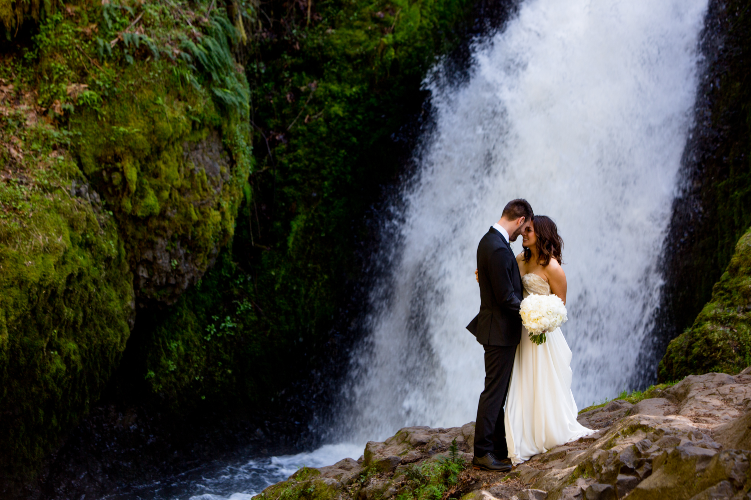 Waterfall-Weddings-Portland-22